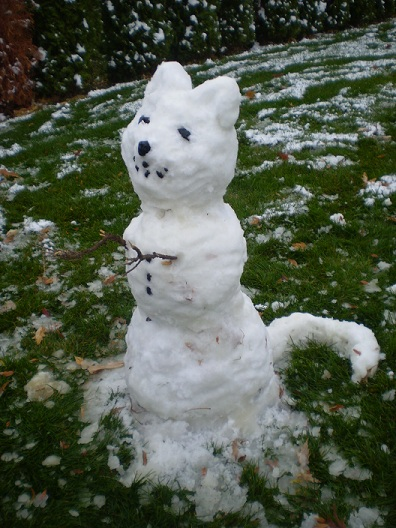 Curvy snowcat by Emma, copyright 2013